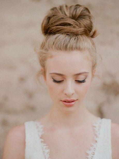 Chignon haut - 25 idées de coiffures pour un mariage - Photos Beauté - Be.com