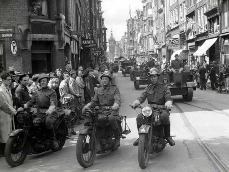 1945 | Bevrijding Amsterdam, Leidsestraat.