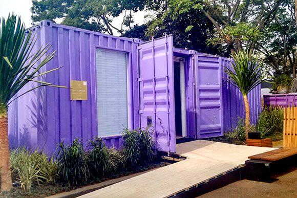 Casa Container, exposta na Casa Cor, pode ser construída em 15 dias. Vídeo mostra detalhes da decoração da Casa Container. Veja foto da Casa de Conteiner