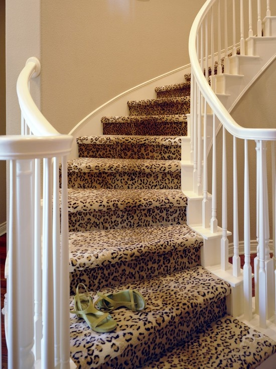 leopard print rug lining the stairslove it