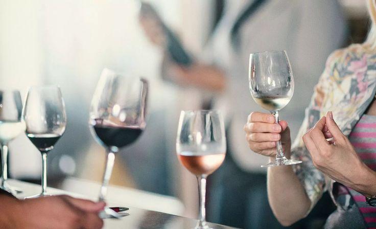 Kvalitetsbevisste, kunnskapsrike og opptatt av opprinnelse. Hvem er det jeg beskriver? Nordmenn, selvfølgelig! En vinsmaking lærer deg hva man ser etter i en vin og hvordan du kan beskrive dette.