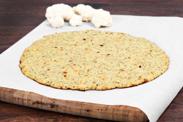 Ein Pizzateig ohne Kohlenhydrate? Hier geht's zum Rezept: http://sunny7.at/recipes/vegetable-dishes/low-carb-pizza-aus-karfiol