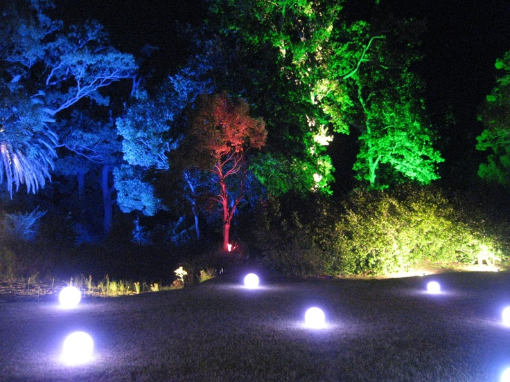 battery lightballs against a spectacul garden backdrop - SMD Technical
