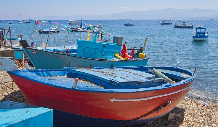 Boote im Fischereihafen Palermo auf Sizilien.