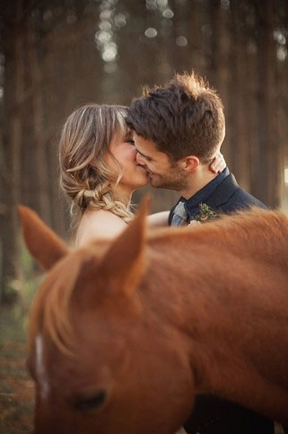 love this photo idea ! horse and a couple