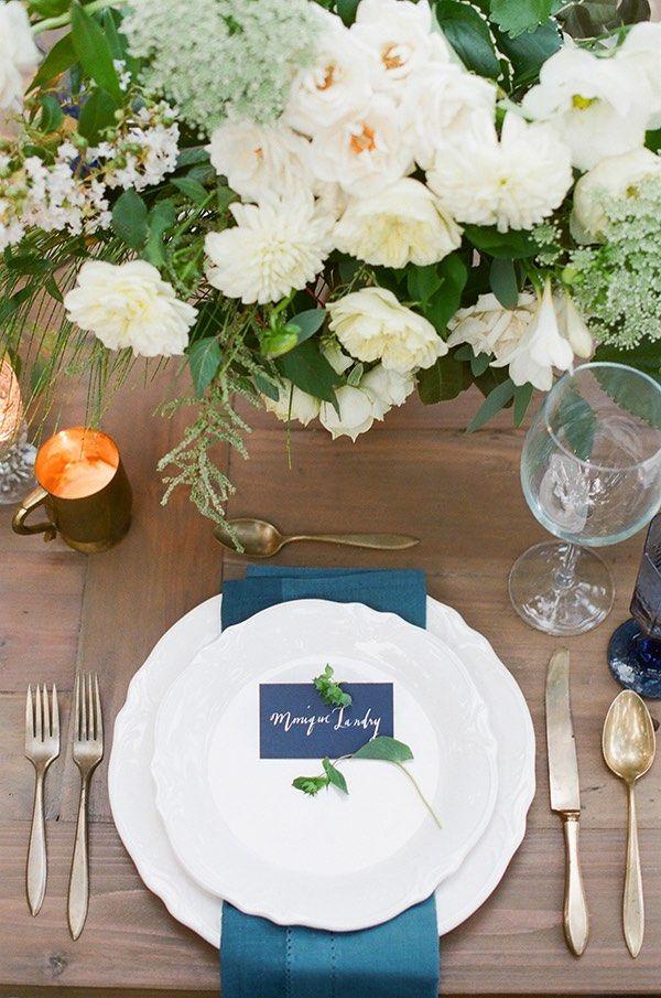 chic blue wedding ideas; photo: Gianny Campos