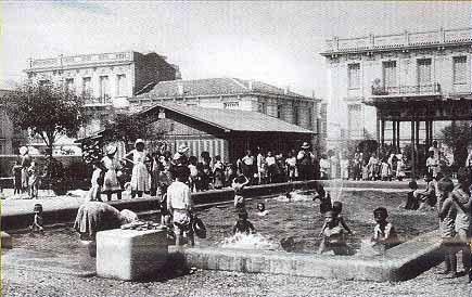 Ἡ παιδική κολυμβητική δεξαμενή (πισίνα) παραπλεύρως τοῦ Ἁγίου Παντελεήμονος ἐπί τῆς ὁδοῦ Ἀχαρνῶν, το 1939