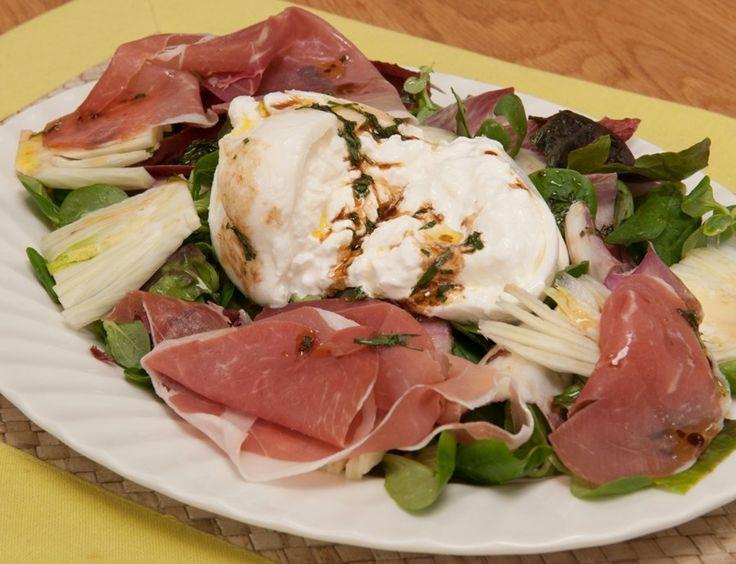 #burrata #parmaham #salad #summer #mixedleaves #starter #lunch #recipes