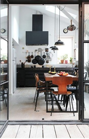 Beatiful, dark kitchen units add a lovely note of glamour.