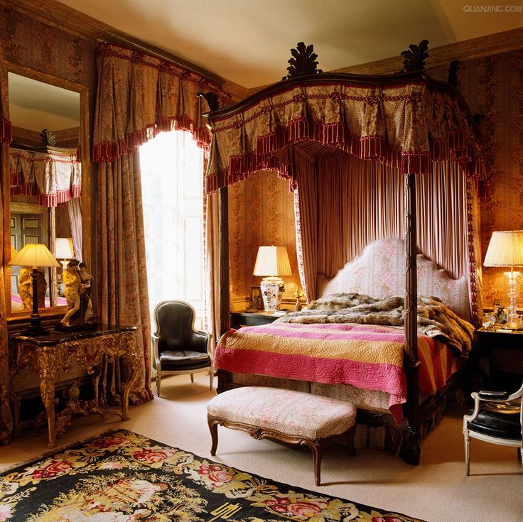 Canopy bed in english manor house and twin black leather for Bedroom designs with four poster beds