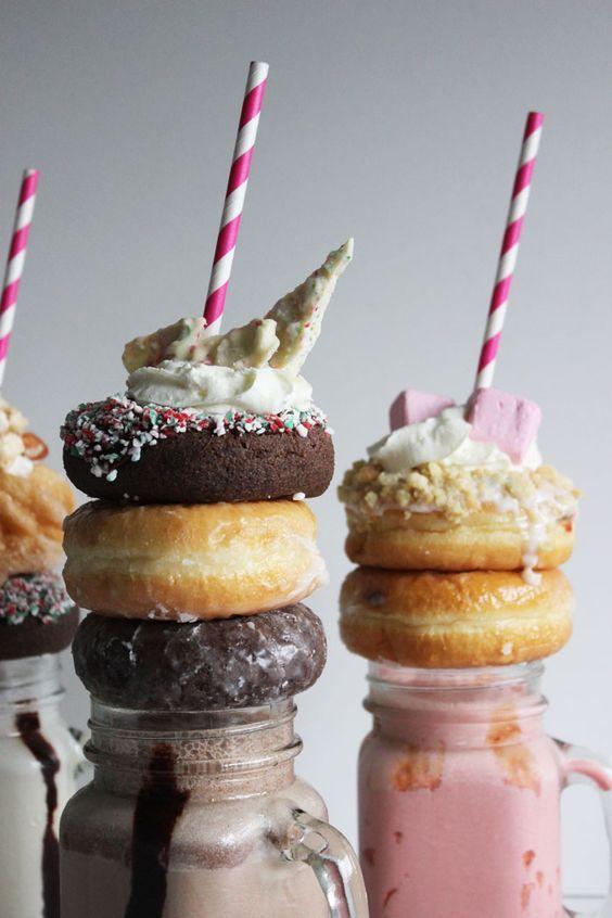 Poppytalk: Happy Holiday Neopolitan Extreme Milkshakes!: