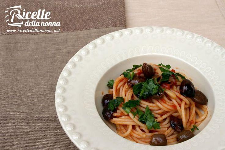 La classica ricetta degli spaghetti alla puttanesca specialità tipica romana