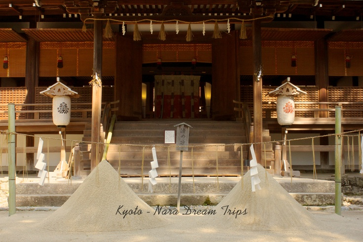 Ujigami Shrine and Kirihara-sui! There are two piles of sand in front of the Haiden. The sand is purified, or 'holy' sand.   In the fall it is blessed by Shinto priests and left in two piles throughout the year.