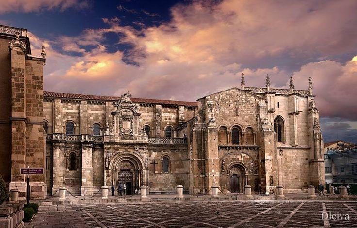 Basílica de San Isidro, Leon. Está situado en el lugar de un antiguo templo romano. El primero sesión de parlamento en todo de Europa en 1188. Hoy en día, hay un museo que contiene numerosos ejemplos de arte medieval como rubíes cálices y obras de marfil y metales preciosos. La biblioteca tiene 300 obras medievales.