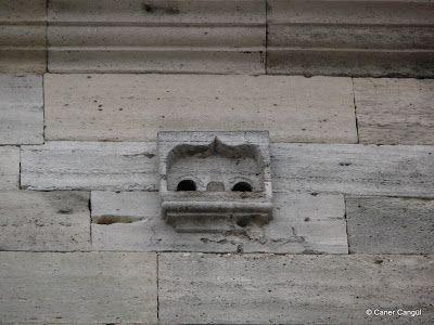 Yeni Cami Üzerindeki Kuş Evi, Eminönü,Istanbul http://www.istanbulium.net/2011/12/istanbuldaki-kus-evleri-ve-kus.html