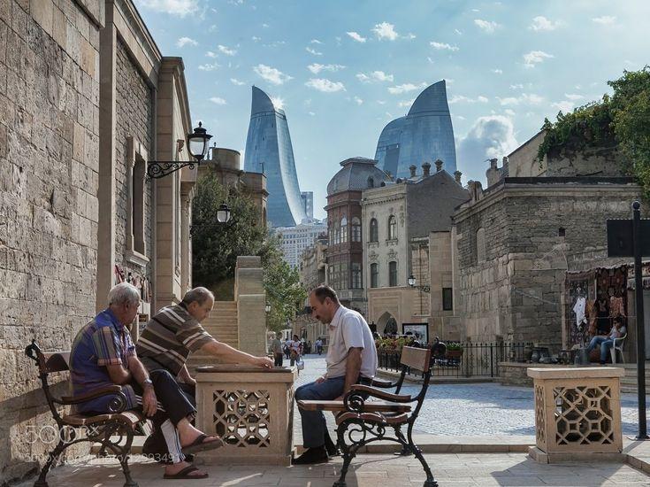 Баку - Старый город на фоне Пламенных башен.