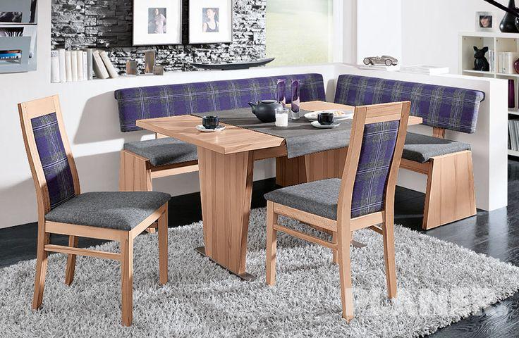 Gruppo in faggio massiccio laccato, effetto cerato, con rivestimento in tessuto, <br />composto da: panca ad angolo, tavolo e 2 sedie.