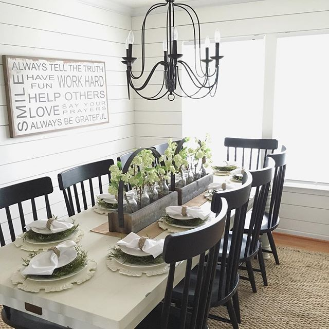Best 25 farmhouse dining rooms ideas on pinterest for Modern dining room table decor
