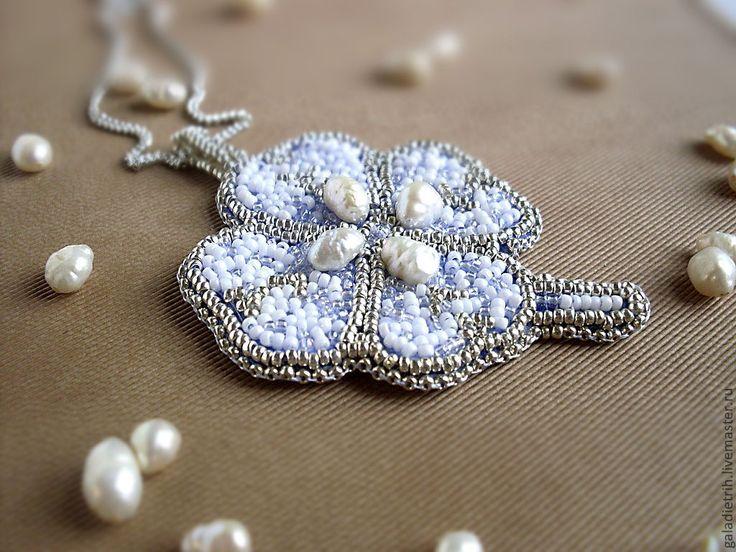 """Купить Голубой кулон с жемчугом из серебряного бисера """"Жемчужный цветок&…"""