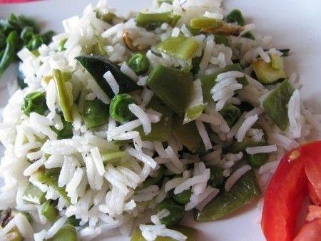 Insalata di riso basmati  con zucchine e fagiolini piatti (taccole)
