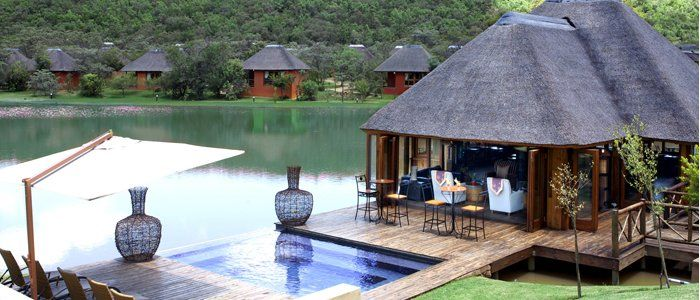 INTUNDLA GAME LODGE   Amidst a tranquil bush setting, only 55 minutes from OR Tambo / Johannesburg and 30 minutes from Pretoria, in the Dinokeng region, lies Intundla Game Lodge & Bush Spa.