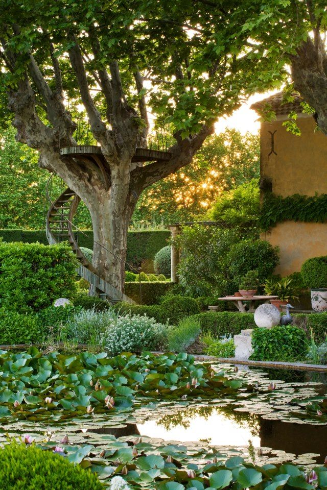 ~~tree viewing platform in the garden by Clive Nichols Garden Photography, landscape design by Dominique Lafourcade~~