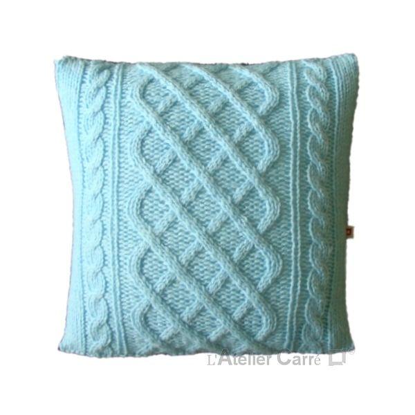 Housse de coussin torsadé, coloris bleu dragée, pièce unique : Textiles et tapis par l-atelier-carre