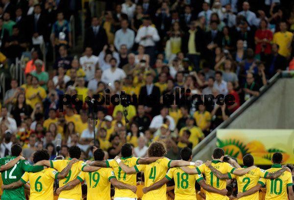 Mooie foto van wat wel eens een bijzonder voetbalteam kan worden: het Brazil dat in 2013 de Conferedations Cup wint en in 2014 misschien wel de World Cup.
