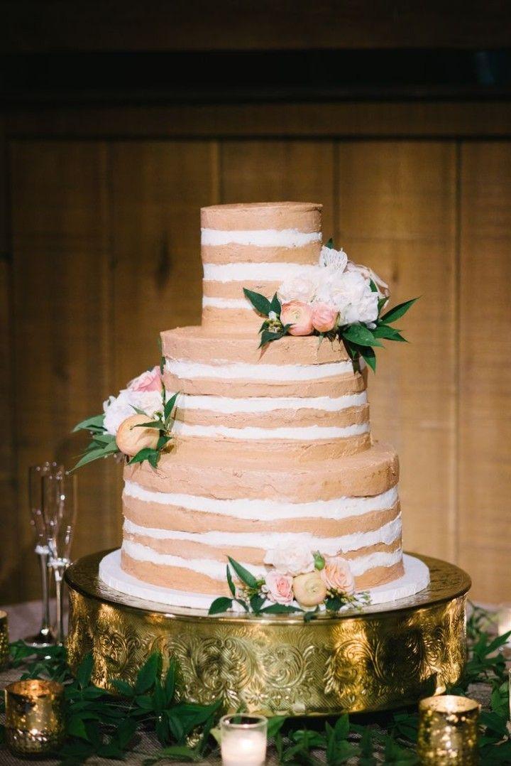 wedding cake idea; photo: Rae Marshall Wedding Photography