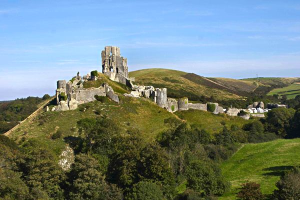 The castle is located next to a village named Corfe Castle in Dorset, England. Burial mounds in the area suggest that the land was occupied as long as 8,000 years ago. Corfe Castle is unique in that it was built on a massive hill overlooking the valley. Most medieval castles in England were constructed in valleys and near river crossings.: Ancient History, Body Castles, Ruins Ghosts Town, Castles In England, British Castles, Ruins Forts, Castles Rocks, Beautiful England, Capture England
