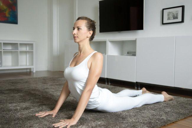 5 udstrækningsøvelser, du kan lave i sengen - Shero