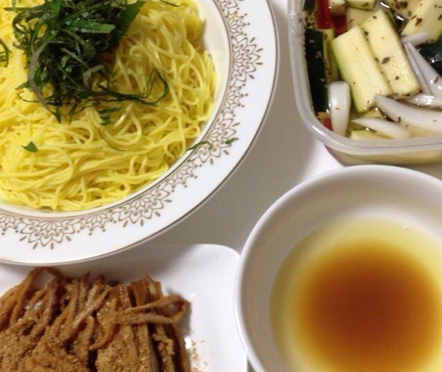 つけダレにもレモン  お出汁の効いたいなり  簡単夏野菜ピクルス  ズッキーニの牛しゃぶブイヨン赤味噌赤ワイン煮浸し  以外にもすべて合わせると 冷麺のスープのように深いコクとスッキリした甘さと酸味が引き立ち、ペロリと食べられました♬ - 13件のもぐもぐ - レモンそうめん いろんな薬味とタレで美味しく(^^) by hiroohigucG4N