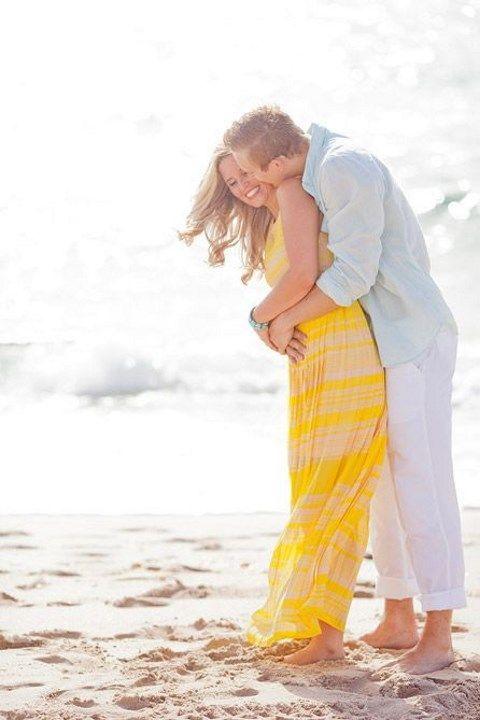 54 Romantic Beach Engagement Photo Ideas   HappyWedd.com