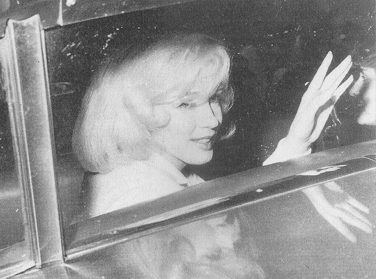05/03/1961 Sortie du Columbia Presbyterian Hospital - Divine Marilyn Monroe