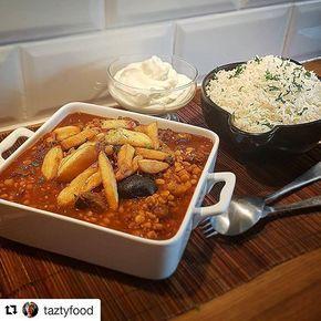 Khoresh gheime tillagad av @taztyfood 😍 Persisk gryta med kött och kikärtshalvor toppad med potatis. Ljuvlig gryta👌 Recept med steg för steg bilder hittar du på bloggen. Titta under kategorin IRAN på bloggen #Repost @taztyfood (@get_repost) ・・・ Khoresh gheime! Persisk gryta som man garanterat äter för mycket av! Serveras med basmatiris såklart. #Mums! #gheimeh #persian #iran #saffran #omnomnom #namnam #chef #cheflife #colors #driedlime #tumeric #cinnamon #eatclean #health #kanel #linser…