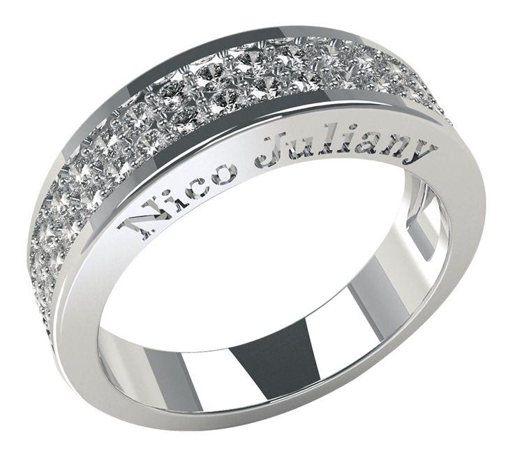 NICO JULIANY ОБРУЧАЛЬНОЕ КОЛЬЦО    Стильное свадебное кольцо, которое подчеркнет роскошный вкус невесты. Обручальное кольцо привлекает внимание ослепительным сиянием драгоценных камней. Бриллиантовые дорожки символизируют счастливую и благополучную семейную жизнь. Посмотрите другие модели обручальных колец.