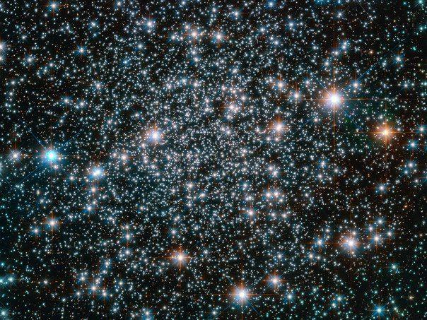 Космический телескоп Hubble устремил свой «взор» на древнее шаровое звездное скопление NGC 6496 / Интересный космос