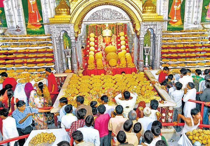 Moti Dungri Jaipur:-  Ganpati Temple its built by Seth Jai Ram Paliwal ,Time Schedule; 5:00 AM to 1:30 PM & 4:30 PM to 9:30 PM, everyday