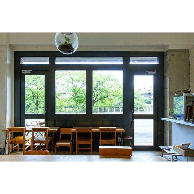 平安神宮のそばにある「mement mori(メメントモリ)」は、穏やかな時間を過ごしたいときにおすすめのカフェ。  京都の人気スポット岡崎疎水に面した大きな窓からは、春は桜、夏は新緑、秋は紅葉・・・と四季折々の景色を楽しむことができますよ。 ◎「メメントモリ」については、ことりっぷWEBで紹介しています。  #ことりっぷ #ことりっぷWEB #京都 #岡崎疎水 #平安神宮 #メメントモリ #mementmori #カフェ #cafe #旅行 #trip by cotrip_official Mement Mori(メメントモリ)