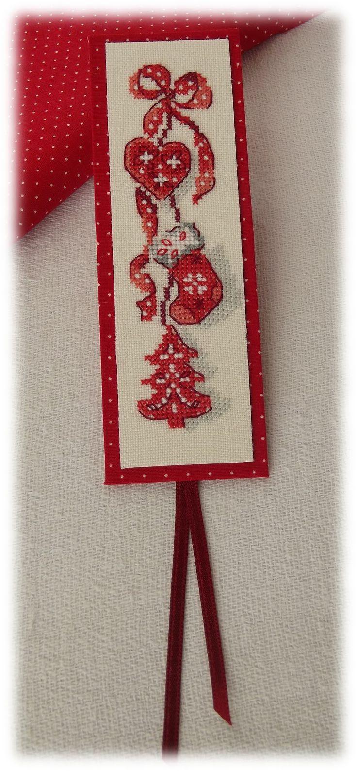 """Toujours d'après le livre """"La magie de Noël"""", voici un motif tout en hauteur dont  je me suis servie pour réaliser un marque page...     B..."""