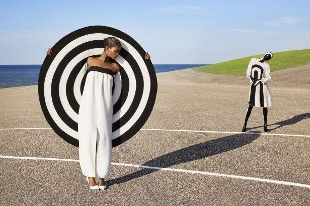 Frans Molenaar, Twee jurken en cape, geïnspireerd door eigen collectie 1976, zomer 2013 (95e show). Courtesy Frans Molenaar.