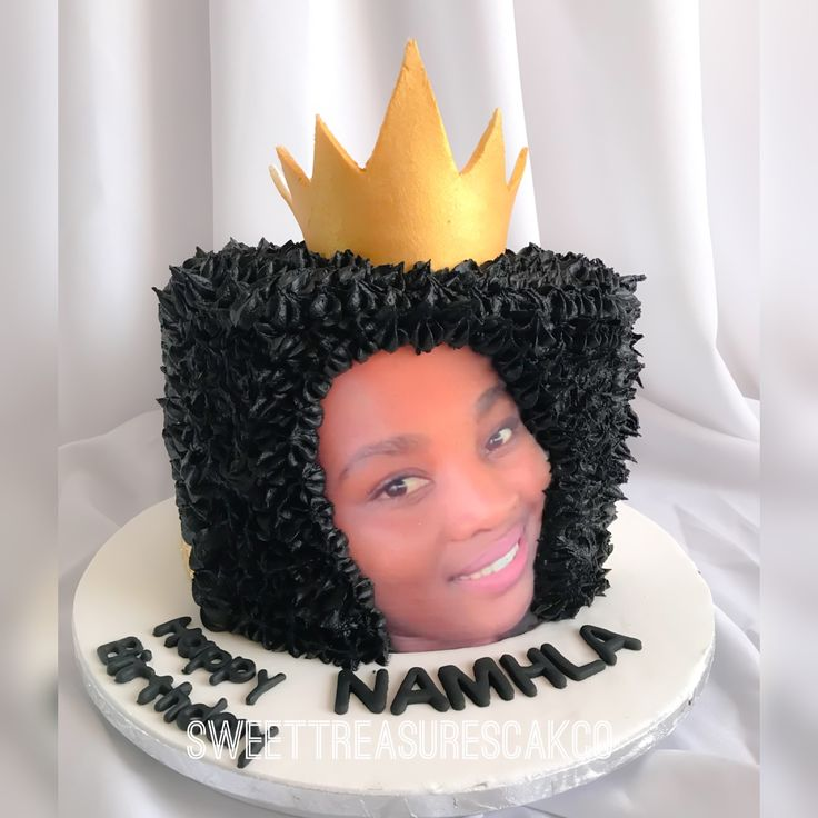 Afro birthday cake for Queen Namhla .  #sweettreasures #sweettreasurescakeco #afro #afrocake #cake #crown #queen #namhla #party #celebrations #celebrationcakes #johannesburg #southafrica