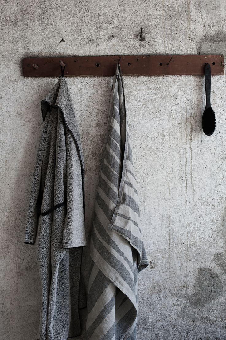 KIVI bath robe in linen-tencel, design Anu Leinonen. TWISTI towel in 100% washed linen, design Reeta Ek. Woven in Lapua, Finland