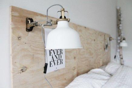 #myIKEAbedroom Ranarp wand/klemspot IKEA De geelkoperen kleur zorgt voor luxe detial in in kamer die overwegend wit is.
