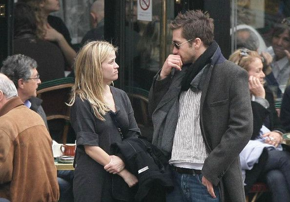 "Jake Gyllenhaal and Reese Witherspoon Photos Photos - Reese Witherspoon and Jake Gyllenhaal enjoy a romantic day about Paris. The couple spend the afternoon in the historical ""Le Marais"" district and lunch at the legendary Cafe fe Flore. The actress is currently in Paris to promote her new film, ""Monsters vs. Aliens."" . - Reese Witherspoon and Jake Gyllenhaal in Paris 2"
