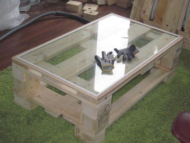Mesa de centro con palet y cristal diy pinterest mesas for Mesa de centro plegable