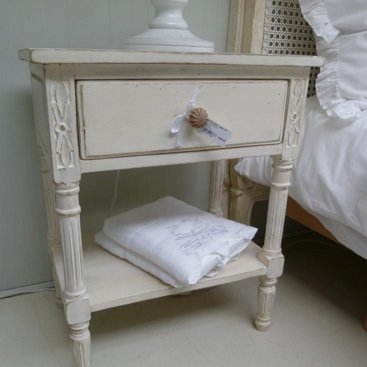 Brocante nachtkastjes naar oud model. Te koop bij Cedante.nl