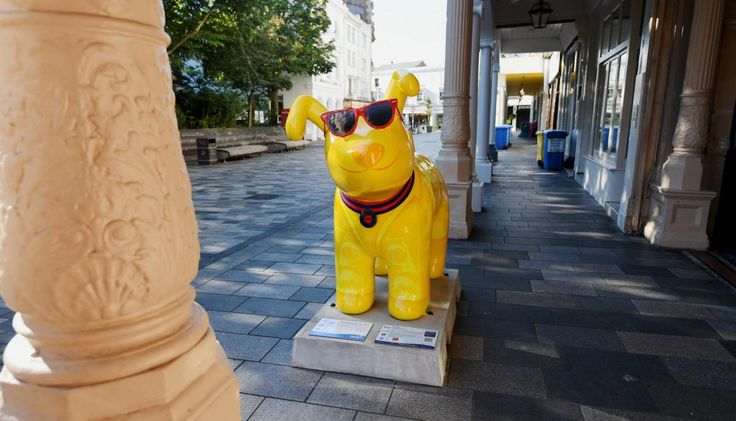 #5 - Kinks-inspired Snowdog Lola THE MOST popular Snowdogs have been revealed with an arty pooch showing up as the most visited.