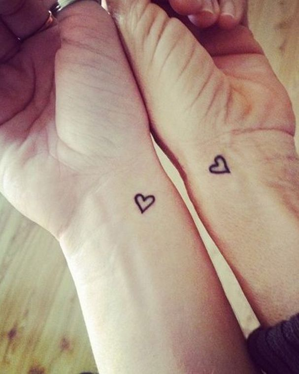 Les 25 meilleures id es concernant coeur de tatouage s urs - Tatouage de soeur ...
