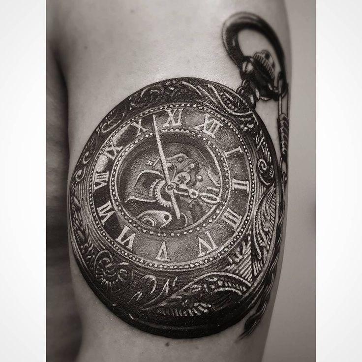 """MDK.INK (@mdk.ink.official) auf Instagram: """"Der Anfang eines Sleeves. Mehr über uns auf www.mdk.ink #mdkink #tattoo #art #design #sleeve #clock…"""""""